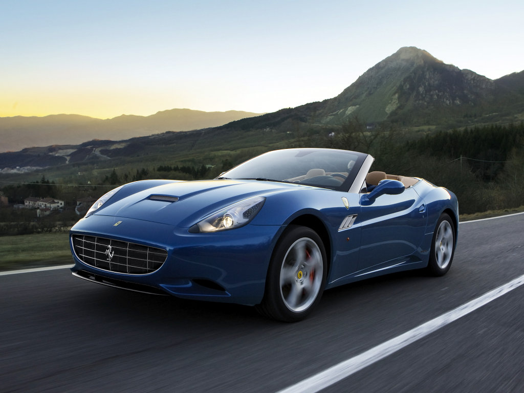 2013-Ferrari-California-front-th…
