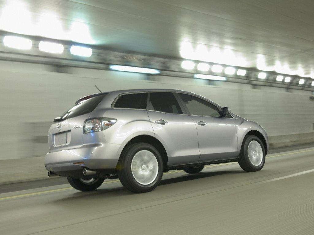 Фото Mazda CX-7.