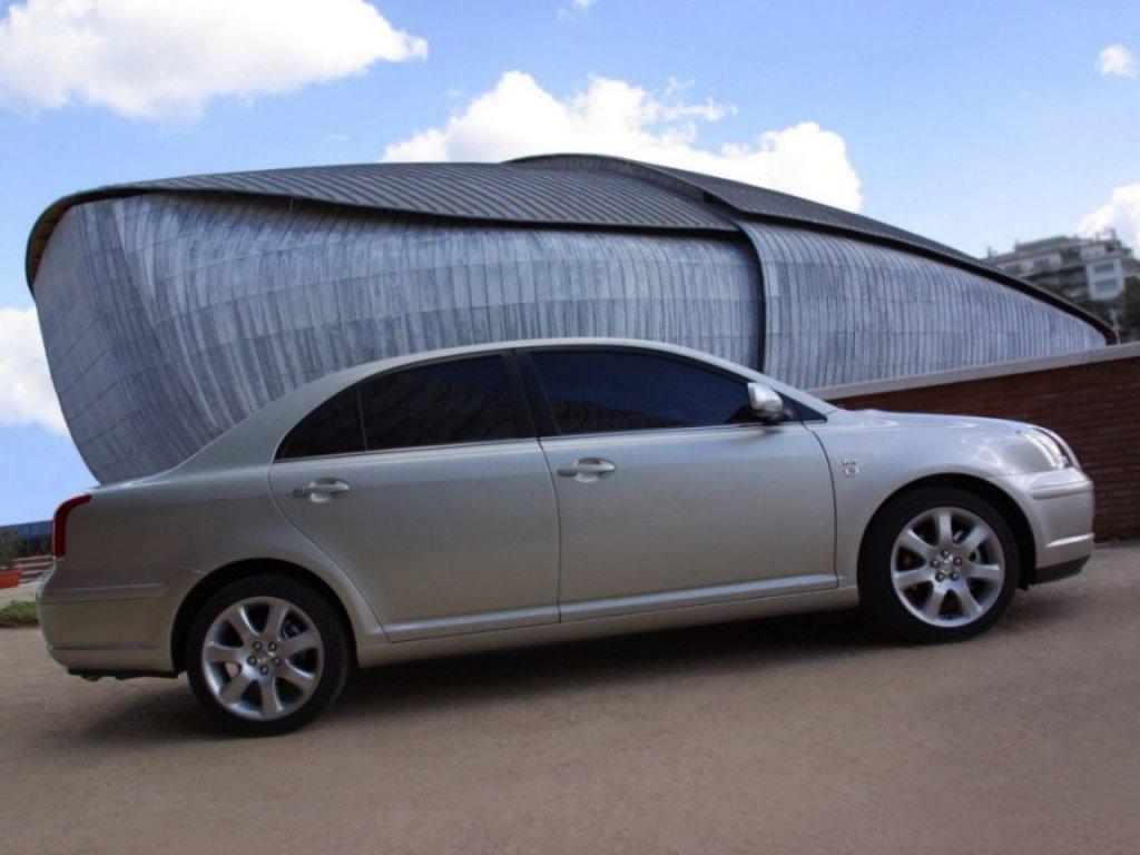 Продать Toyota Avensis.