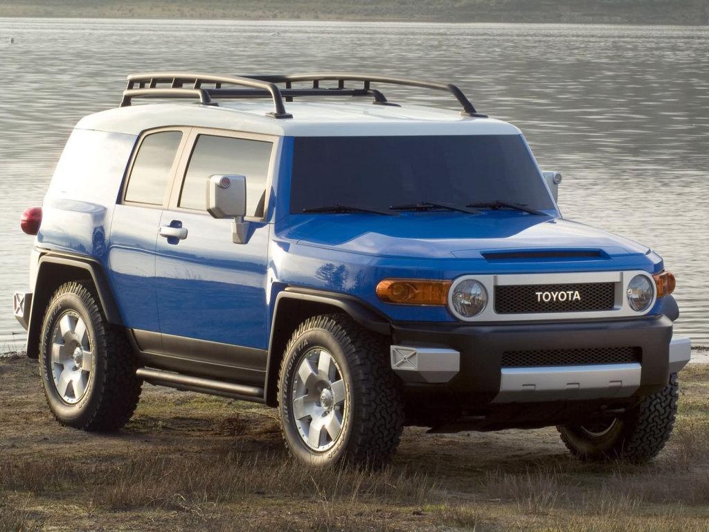 Компактный внедорожник Toyota FJ…