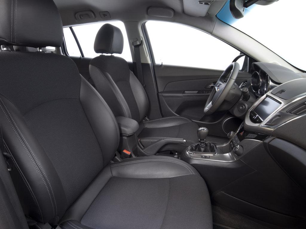 Chevrolet Cruze Wagon интерьер.