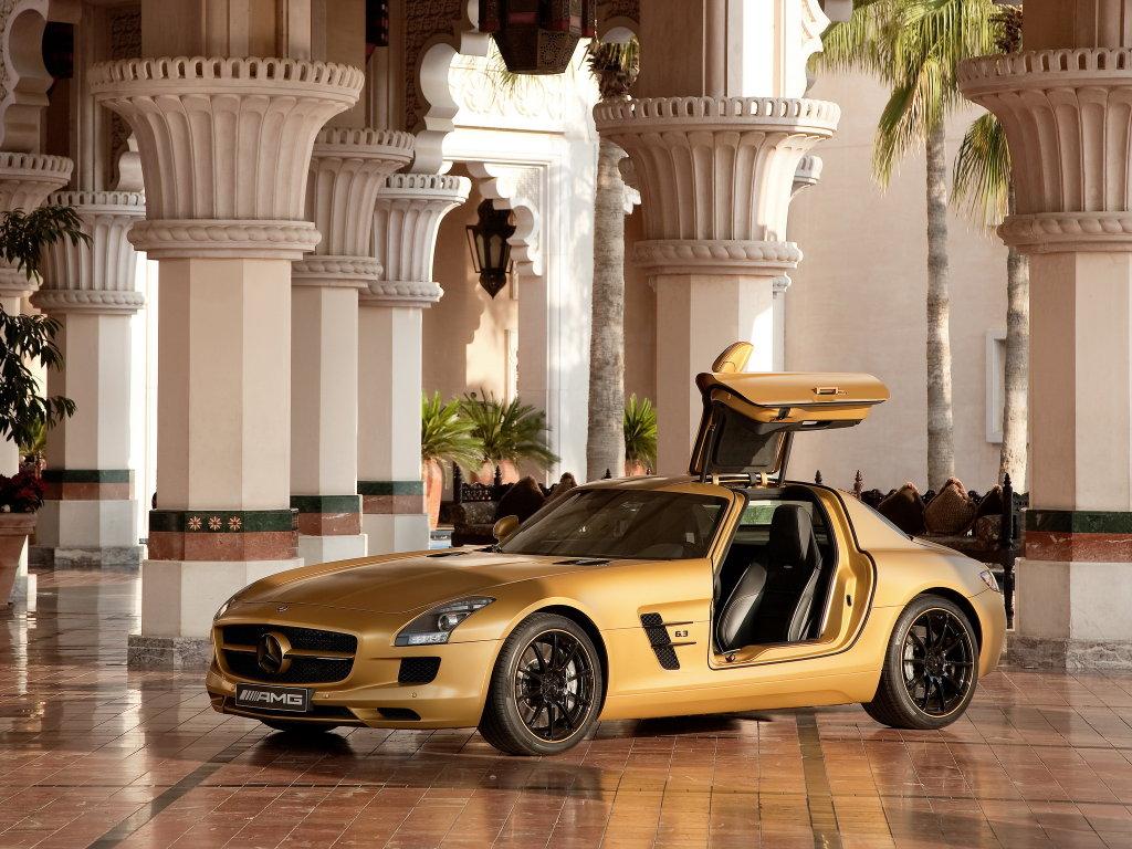 Золотистый Mercedes Gold SLS…