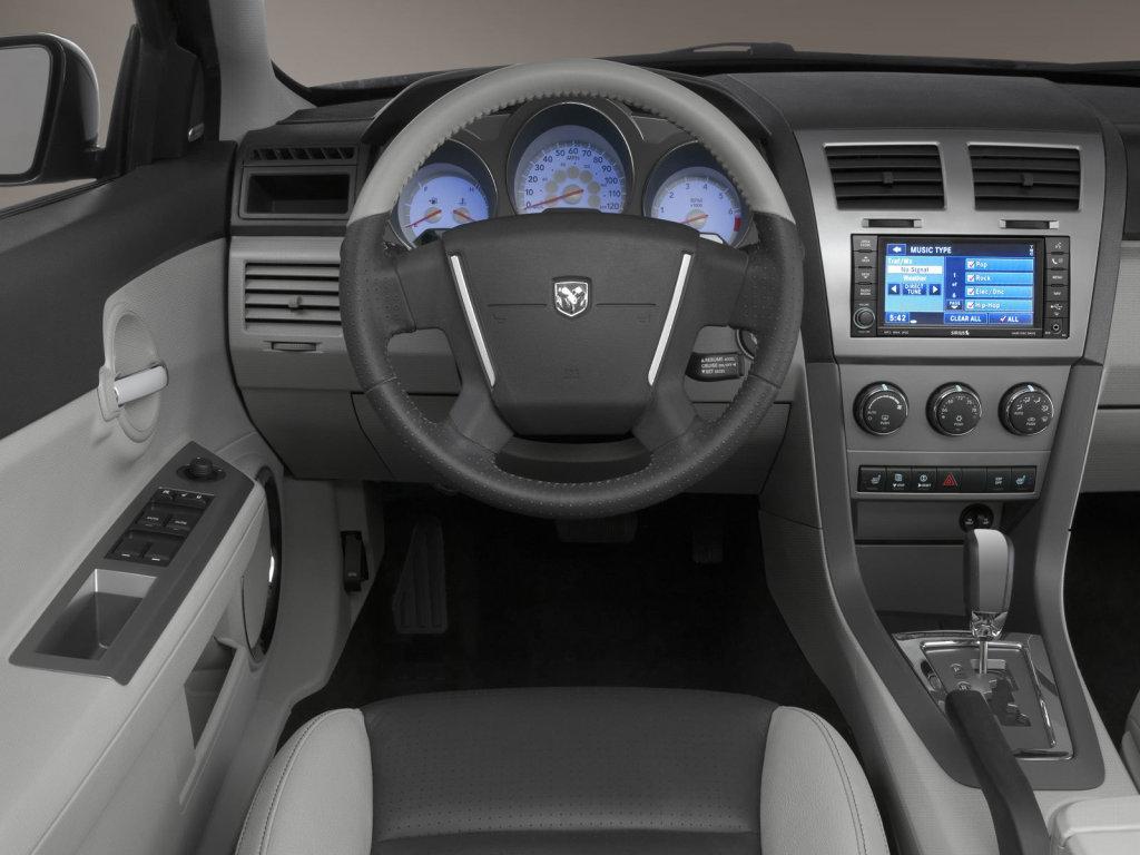 Dodge Avenger Седан.