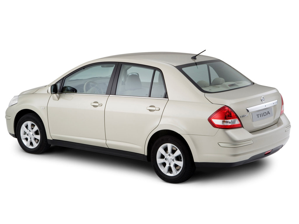 Nissan Tiida седан I поколение р…