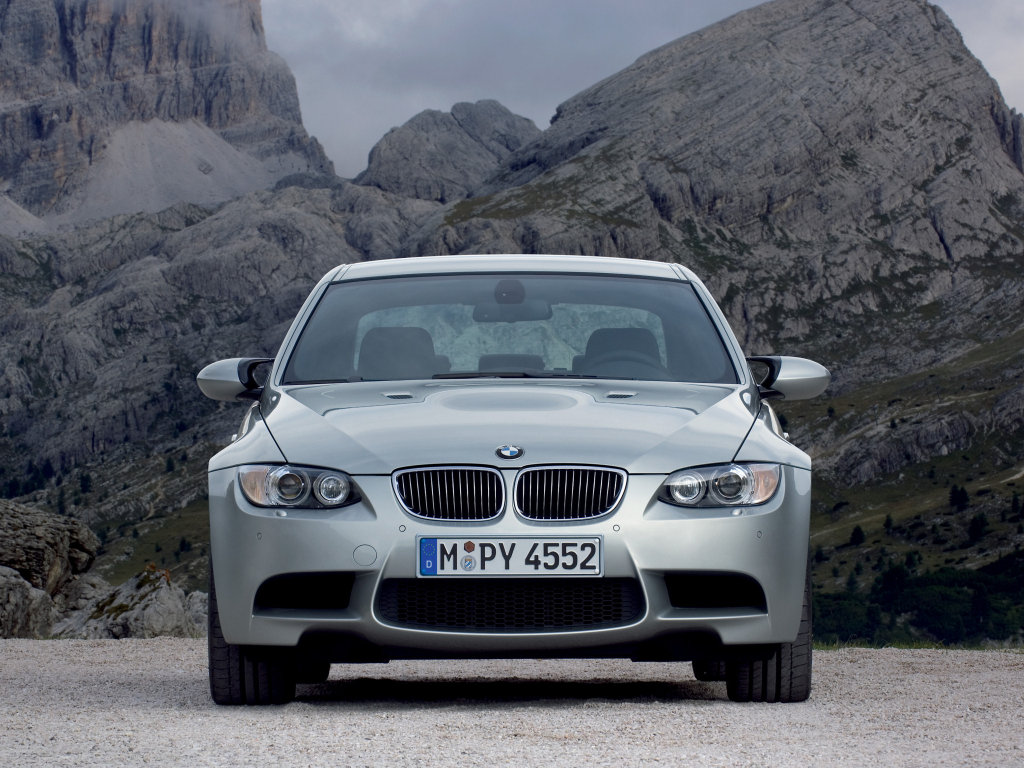 BMW представила седан М3.