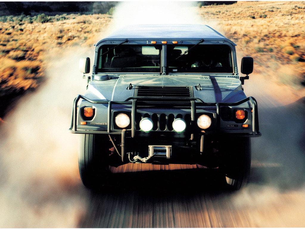 Hummer H1 с автомобилем карт…