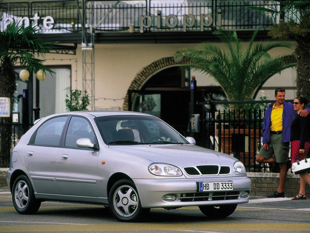 Daewoo Lanos Hatchback.