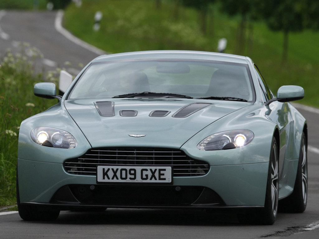 Фото Aston Martin V12 Vantag…