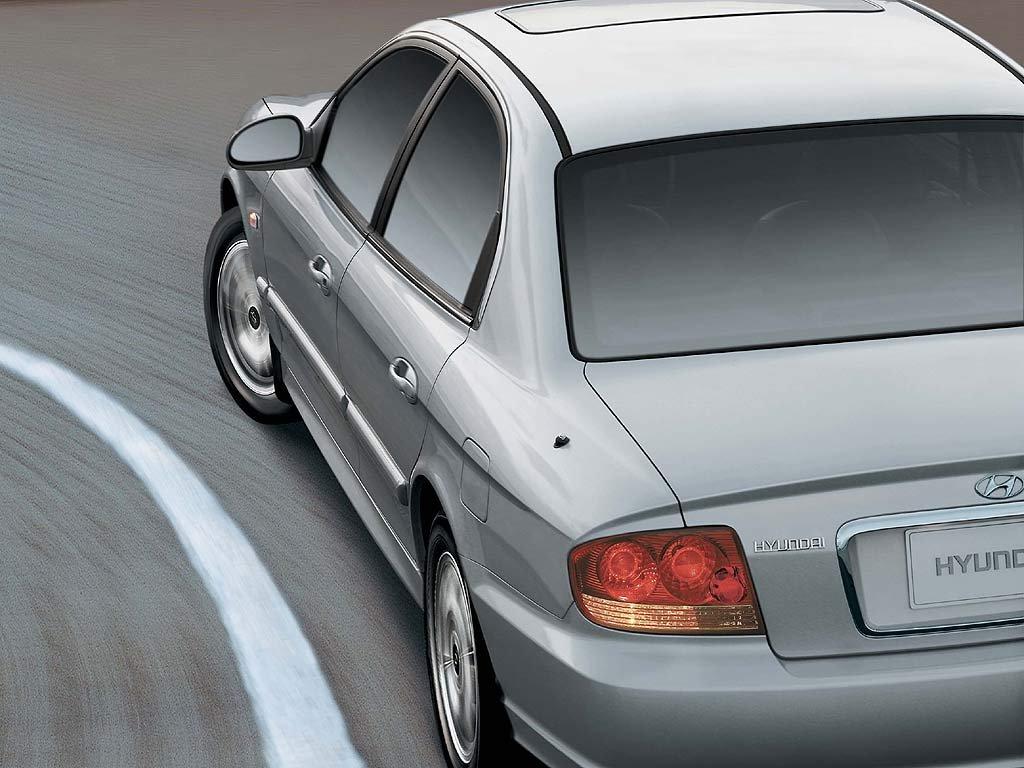 Hyundai_Sonata_Sedan_2001.jpg