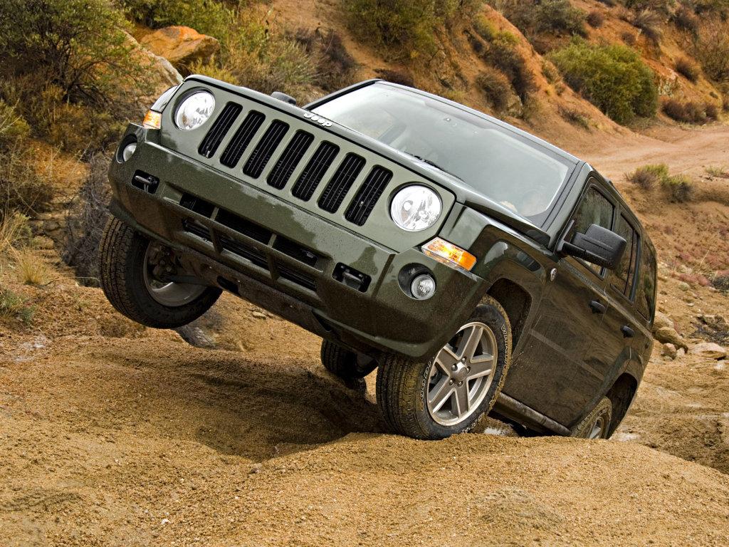 Jeep обновил компактные внедорожники…