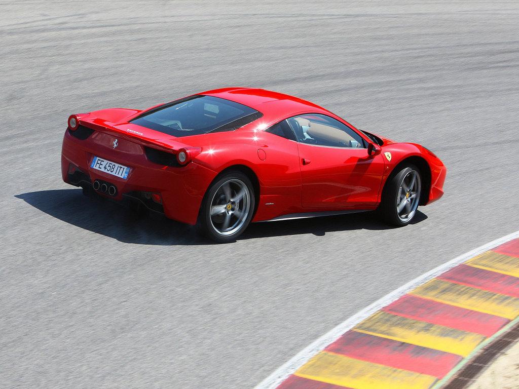 Фото спорткара Ferrari 458 I…