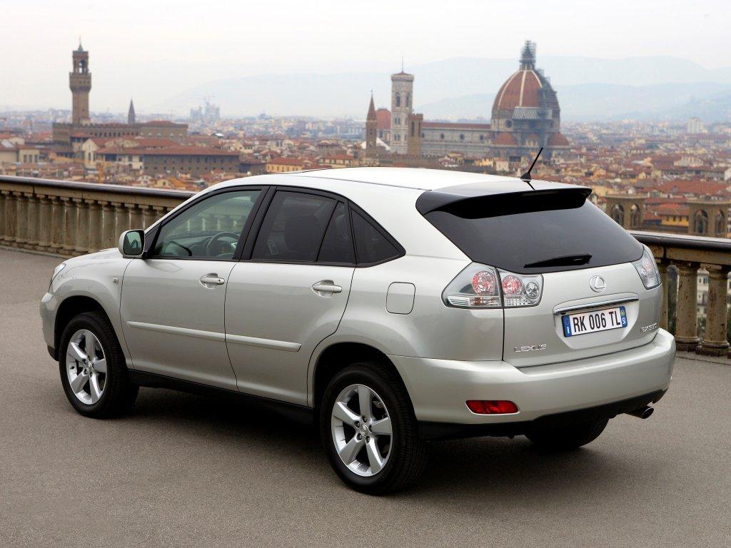 В России начались продажи Lexus RX…