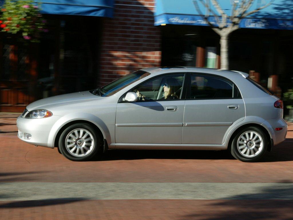 Suzuki Reno: 11 фото.