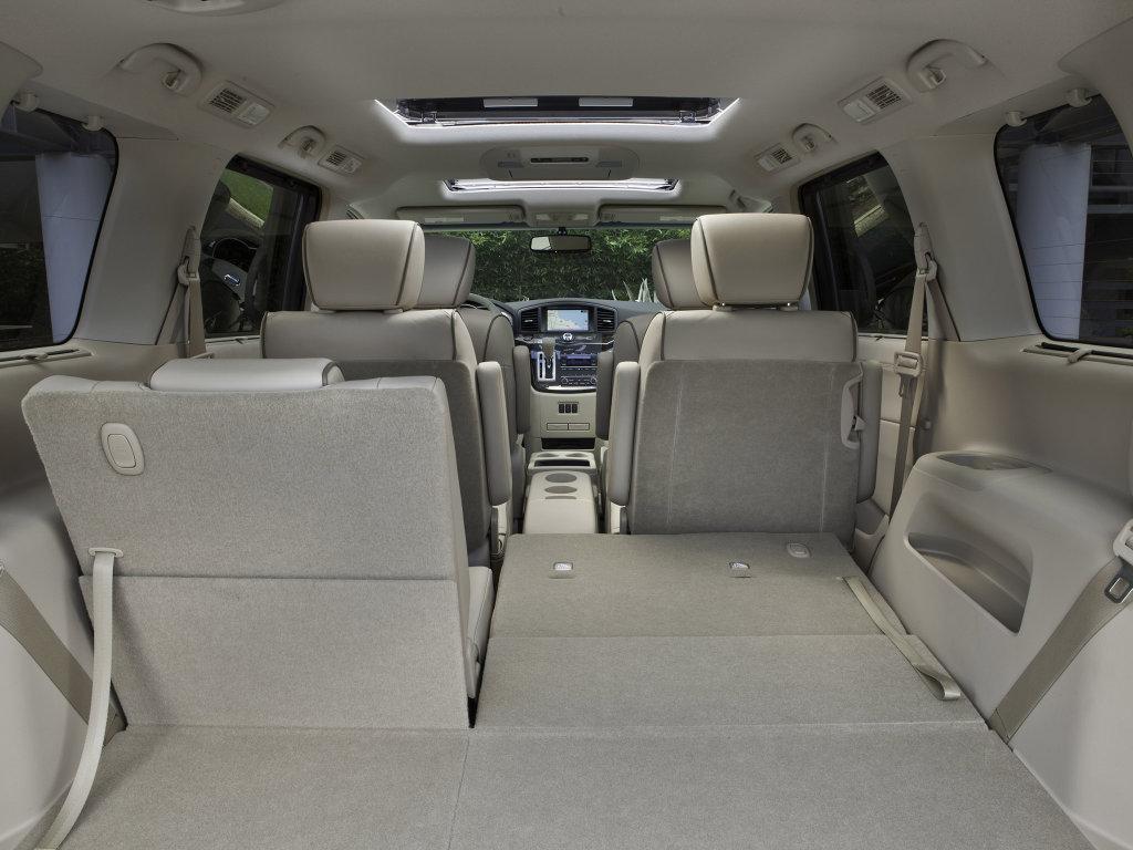 Фото минивена 2011 Nissan Quest.