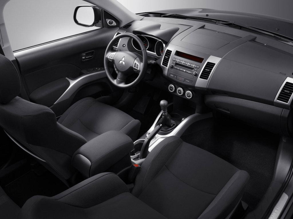 Интерьер Mitsubishi Outlander XL…