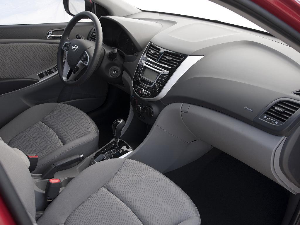 2012 Hyundai Accent Pictures.
