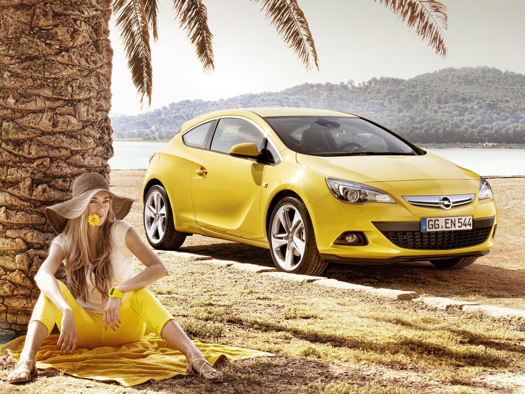 Opel Astra GTC 2011.