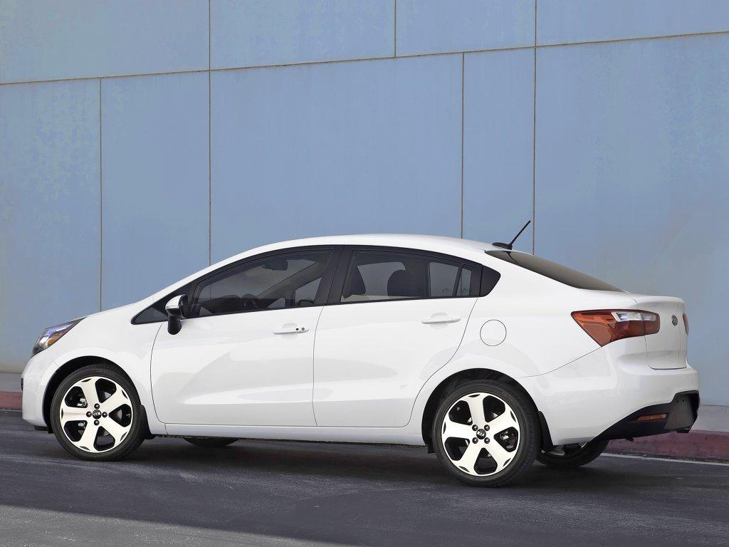 Kia Rio Sedan фото #7.