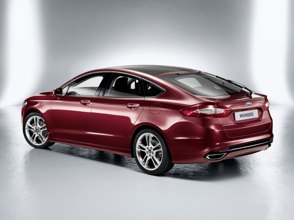 Фото Ford Mondeo Hatchback 2012.