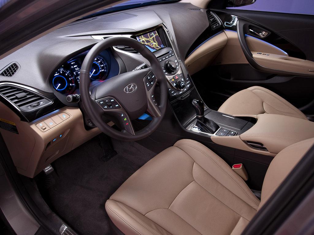 Интерьер Hyundai Grandeur 2012.