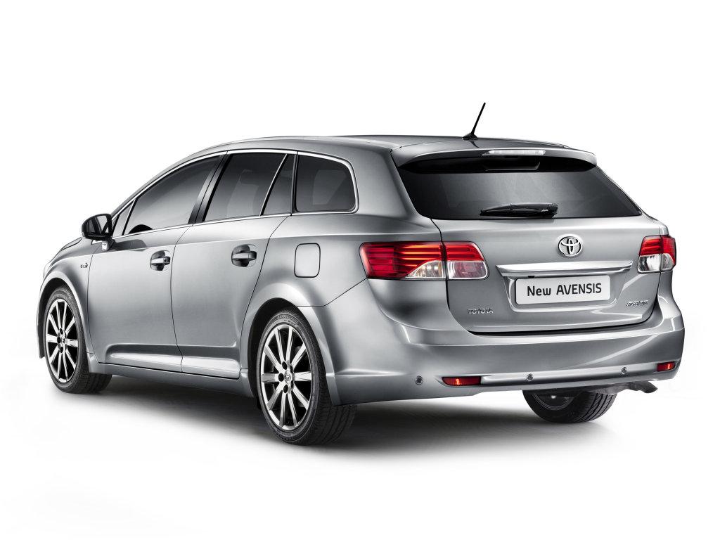 Toyota обновила седан и универсал …
