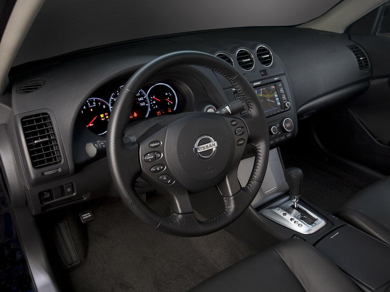 фото Nissan Tiida Sedan. n…