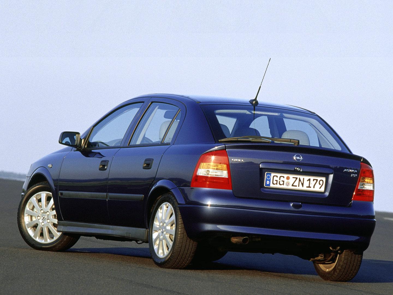 Opel astra h a fost lansat in 2004, in europa