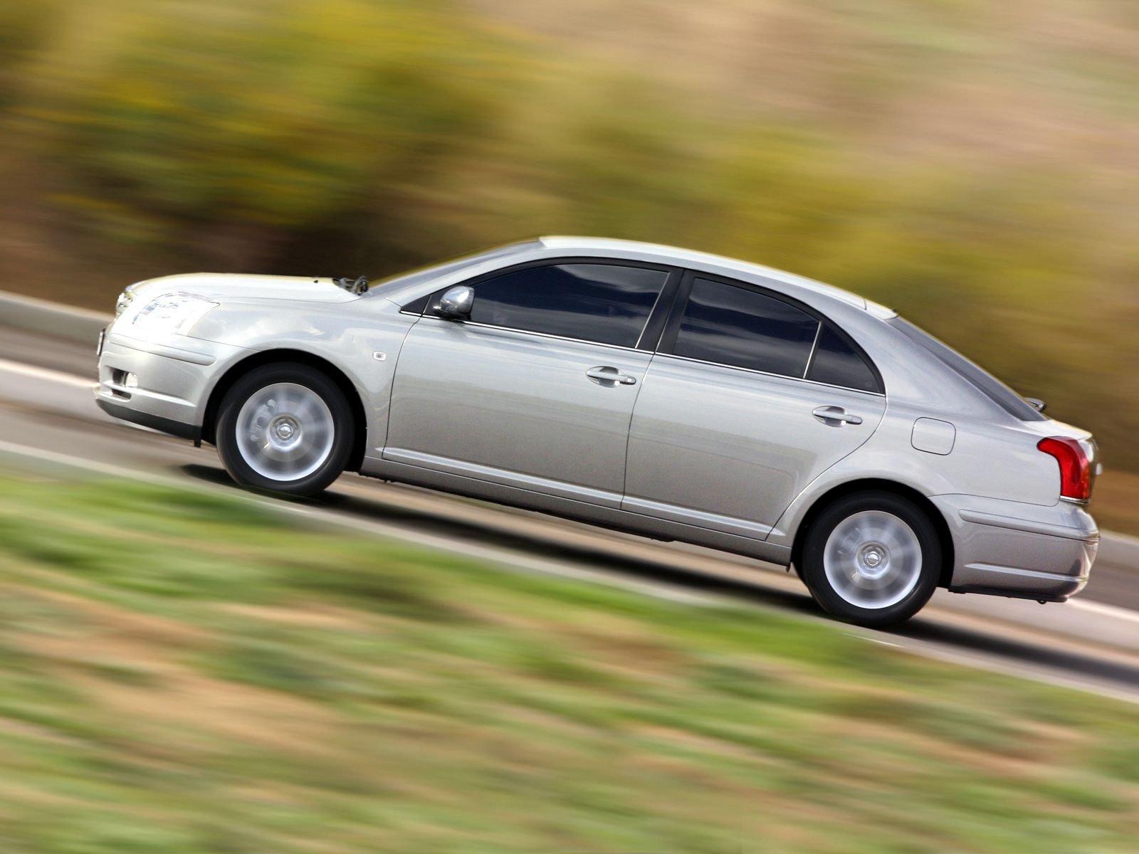 Тойота авенсис 2003 2005 хэтчбек 5 дв