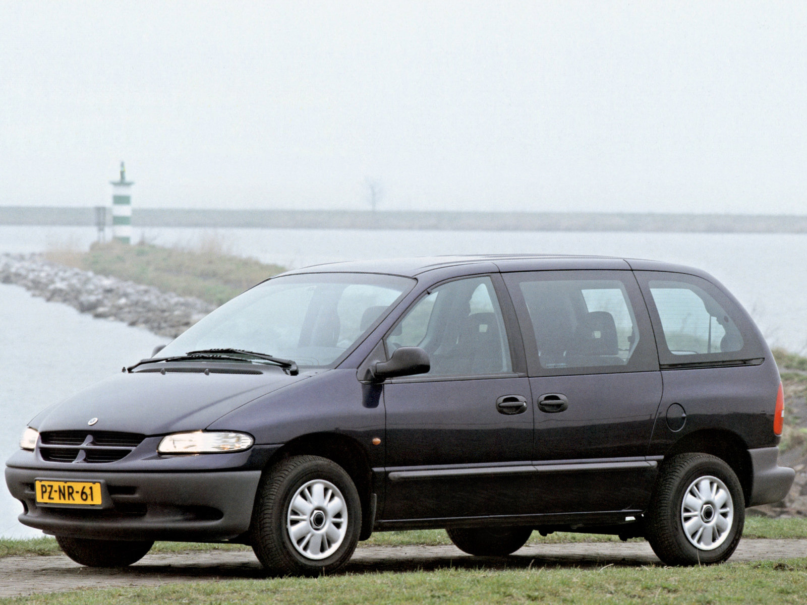 Town And Country Van Reviews >> Chrysler Ru Minivan Picture | Autos Post
