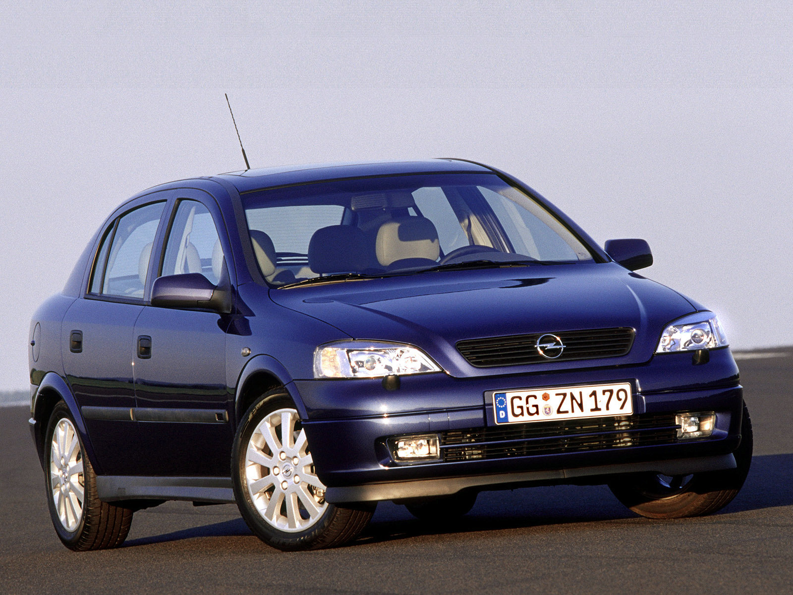 Volkswagen Golf Mk IV VS Opel Astra G: с кем на Руси жить веселей?