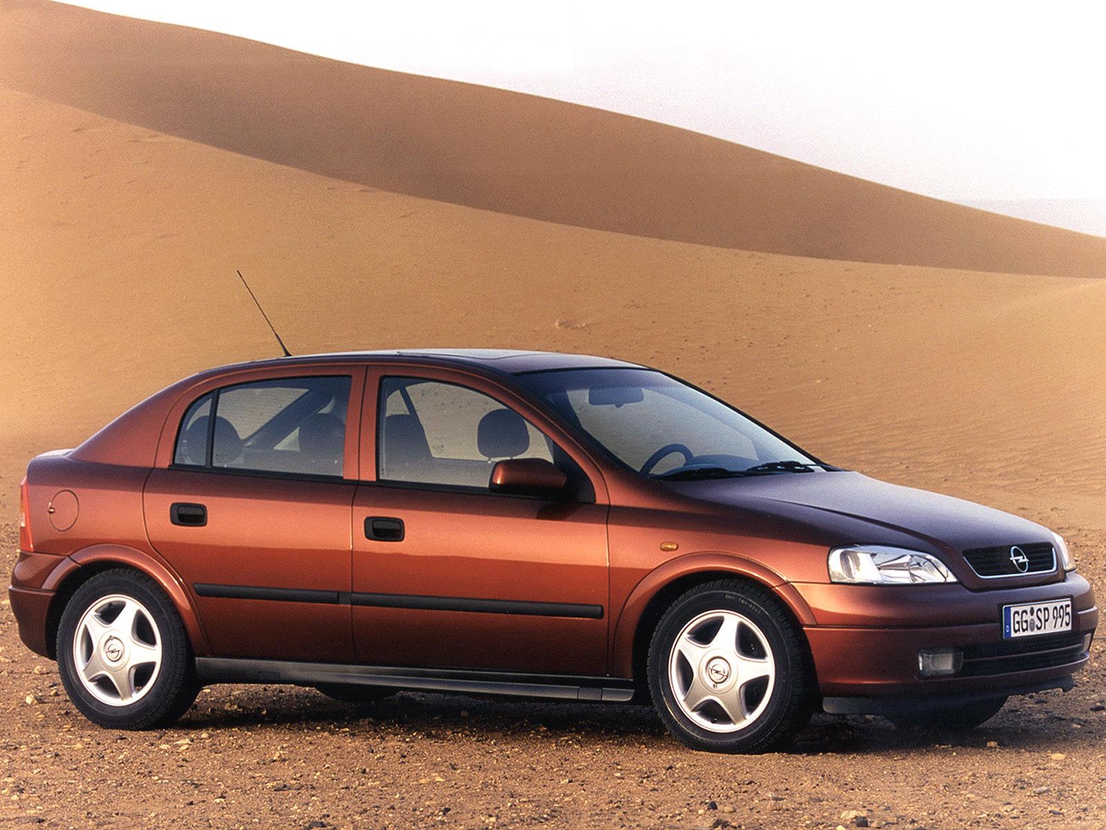 Opel astra sedan сразу привлек меня своим элегантным видом: красивая, обтекаемая форма кузова