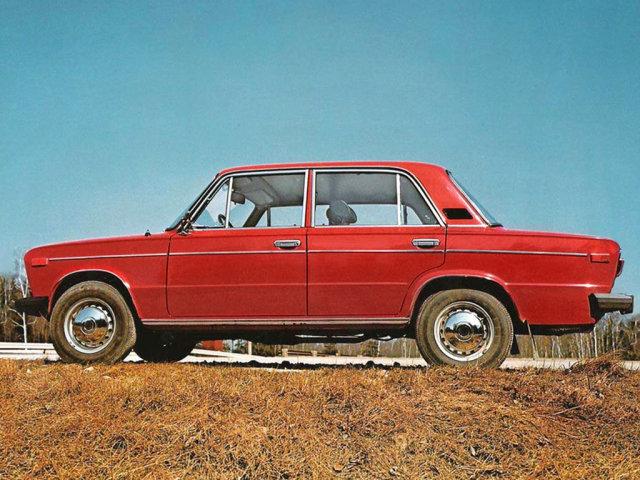 VAZ_2106_Sedan_1975.jpg