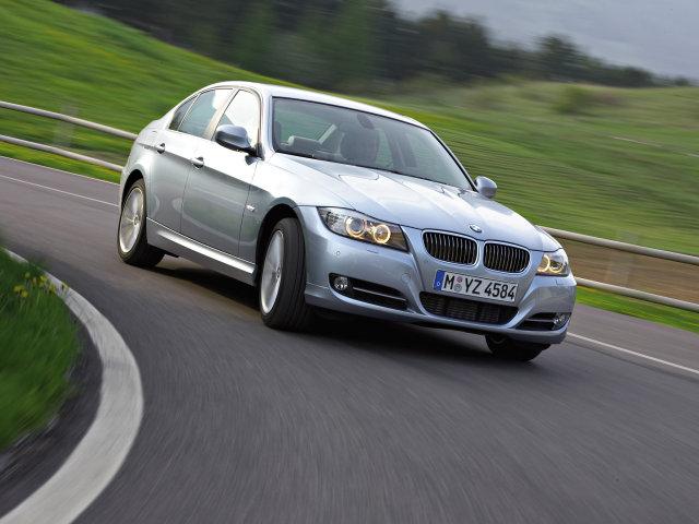 BMW, относящиеся к 3 серии, автомобили небольшого размера. Они выпускаются немецким концерном BMW AG в вариантах: седан, универсал премиум-класса, купе или кабриолет.