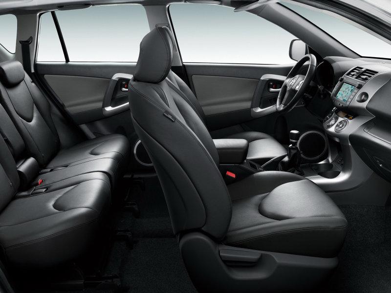 фото Toyota RAV4.