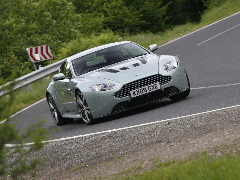 Aston Martin V12 Vantage на трас…